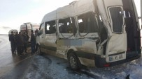 YOLCU MİNİBÜSÜ - Van'da Trafik Kazası Açıklaması 3 Yaralı