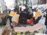 Yaşlı Kadın Ambulansa Greyderle Götürüldü