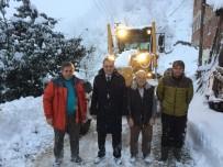 İBRAHIM SAĞıROĞLU - Yomra'da Kar Nedeniyle Kapanan Yollar İçin Çalışmalar Sürdürülüyor