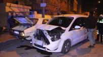 ADAM YARALAMA - Aranan Şahıs Kendisini Kovalayan Polis Aracıyla Çarpıştı
