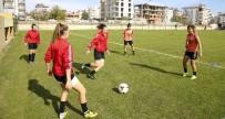HÜSEYIN TÜRK - Döşemaltı Kadın Futbol Takımı Adana İdman Yurdunu Konuk Ediyor