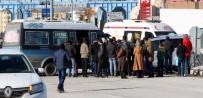 YOLCU MİNİBÜSÜ - Erzurum'da Trafik Kazası Açıklaması 4 Yaralı