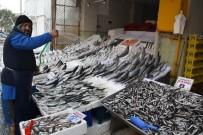 YÜKSELEN - Fırtına Dindi, Balık Fiyatları Düştü