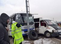 YOLCU MİNİBÜSÜ - İki Minibüs Çarpıştı Açıklaması 1 Ölü, 9 Yaralı