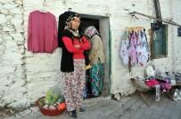 ŞAHIT - Öğretmenlere Yapılan Taciz Köydeki Kadınları Tedirgin Etti