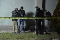 TıP FAKÜLTESI - Silahla Bir Kişiyi Yaralayıp İntihar Etti