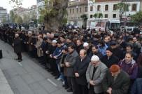GIYABİ CENAZE NAMAZI - Suriye'de Hayatını Kaybedenler İçin Trabzon'da Gıyabi Cenaze Namazı Kılındı