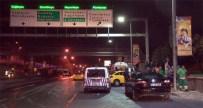 KATI ATIK TESİSLERİ - Ticari Taksi Park Halindeki Araca Çarptı Açıklaması 1 Yaralı
