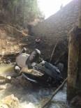 Bolu'da Otomobil Dereye Uçtu Açıklaması 1 Ölü, 3 Yaralı