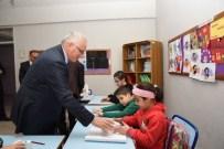 DİNLEME CİHAZI - Görme Engelli Öğrencilere Özel Ekipman Dağıtıldı