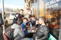 MASA SANDALYE - Oltu'da Açık Alanda Çay Keyfi