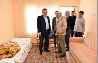KOLTUK TAKIMI - Evi Yanan Vatandaşa Muratpaşa Belediyesi Yardım Elini Uzattı