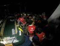 MÜLTECİ OPERASYONU - Sahil Güvenlikten Kaçak Operasyonu