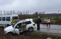 SERPIL YıLDıZ - Sinop'ta Trafik Kazası Açıklaması 2 Yaralı