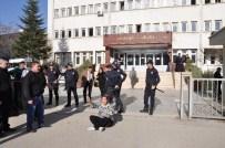 ENGELLİ KIZ - Servis Şoförü Zihinsel Engelli Kıza Tecavüz İddiasıyla Tutuklandı