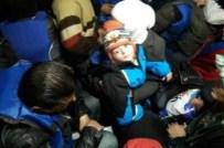 MAHSUR KALDI - 64 Mülteci Sahil Güvenlik Ekipleri Tarafından Kurtarıldı