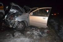 MEHMET GÖK - Bingöl'de Trafik Kazası Açıklaması 1 Ölü, 4 Yaralı