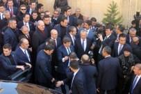Davutoğlu, Cuma Namazını Tarihi Ulu Cami'de Kıldı