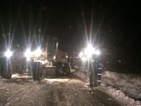 MAHSUR KALDI - Karda Mahsur Kalan Vatandaşları Belediye Kurtardı