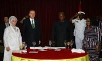 GANA CUMHURBAŞKANI - Cumhurbaşkanı Erdoğan'a Eski Fenerbahçeli Futbolcudan Forma Hediyesi