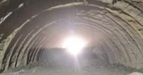 KARAYOLU TÜNELİ - Artvin-Erzurum Karayolu'ndaki Oruçlu Ripaj Tüneli'nde Işık Göründü
