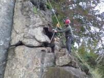 Dağcılardan Tehlikeli Kaya Temizliği