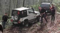 GÜZELDERE ŞELALESİ - Düzceli Offroadcular Zorlu Etaplarda Jeeplerini Denediler