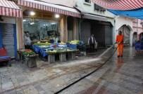 GÜN DOĞMADAN - Havra Sokakta Temizlik Seferberliği