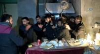 SİLAH DEPOSU - Silah Baskına Giden Polisten Kaçınca Yakayı Ele Verdi