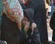 Çocuk İşte ! Hem Ağladı Hem De Annesini Teselli Etti