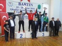 MUSTAFA ZENGİN - Güreşçiler Madalyalarını AK Parti Heyetinden Aldı