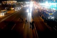 Hızla Akan Trafikte Canlarını Hiçe Saydılar