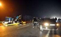 Otomobiller Kafa Kafaya Çarpıştı Açıklaması 2 Ölü, 1 Yaralı