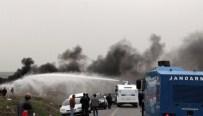 İZİNSİZ YÜRÜYÜŞ - Selahattin Demirtaş'ın Programı Öncesi Olaylar Çıktı