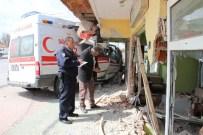 Ambulansla Otomobil Çarpıştı Açıklaması 6 Yaralı