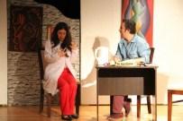 DUMLU - 'Bela Mısın?' Adlı Komedi Oyunu Kartal'da Büyük İlgi Gördü