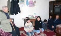 AFYONKARAHİSAR VALİLİĞİ - Vali Güner Çocuklarla Birlikte Yaşlıları Evinde Ziyaret Etti