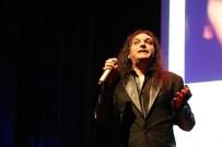 Gökhan Kırdar 'Yerine Sevemem' Şarkısını Kime Yazdığını Açıkladı