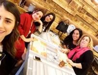 ASLIHAN DOĞAN - Aslıhan Doğan, Arda Turan'ın annesi ile yemekte