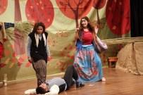 ADEM ARSLAN - Erdemli Belediyesi Şehir Tiyatrosu Yeni Oyun 'Pusuda' İle Sahnede