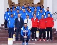 SALON FUTBOLU - Başarılı Sporculardan Rektör Çelik'e Ziyaret