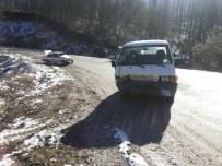 GİZLİ BUZLANMA - Üç ayrı kazada 5 kişi yaralandı