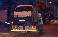 'Dur' İhtarına Uymayan Göçmen Kaçakçıları Polise Çarptı