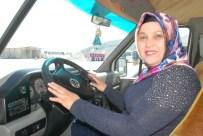 KISMİ FELÇ - Kadın Minibüs Şoförü Şehirler Arası Yollarda Direksiyon Sallıyor