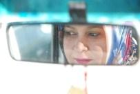 KISMİ FELÇ - Kadın Şoför Şehirler Arası Yollarda Direksiyon Sallıyor