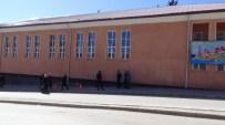 CELAL ATIK - Yozgat'ta Spor Salonu Çatısında Tamirat Yapan İşçi 10 Metreden Aşağı Düştü