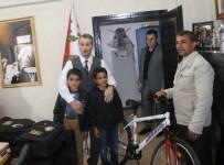 METİN ÖZKAN - Emniyet Müdürü Özkan, Selam Veren Boyacı Çocuğu Ödüllendirdi