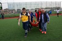 BEYİN SARSINTISI - Sahaya Atlayan Doktor, Futbolcunun Hayatını Kurtardı