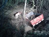 Traktör Dereye Uçtu Açıklaması 1 Kişi Öldü 1 Kişi Suya Kapılıp Kayboldu