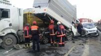 TEM OTOYOLU - İstanbul'da 13 araç birbirine girdi
